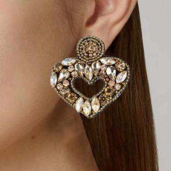 orecchini cuore cristalli dorati indossati