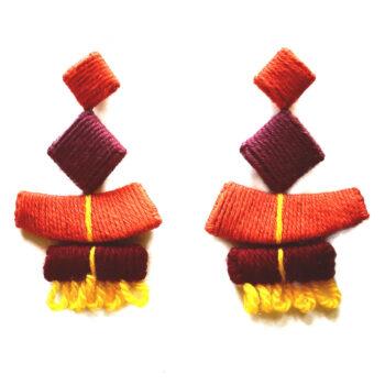 orecchini in lana colorata
