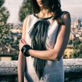 Collana lunga con frange in pelle nera