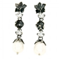 Orecchini con zirconi e la perla in argento brunito.
