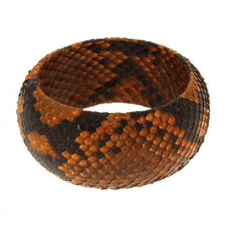 Bracciale bangle di pelle di serpente nelle sfumature del giallo senape.